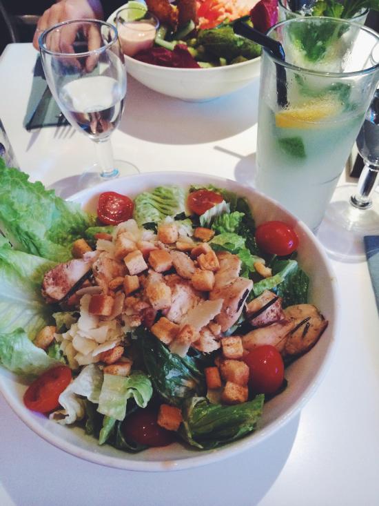 Salade César au Paradis du fruit.